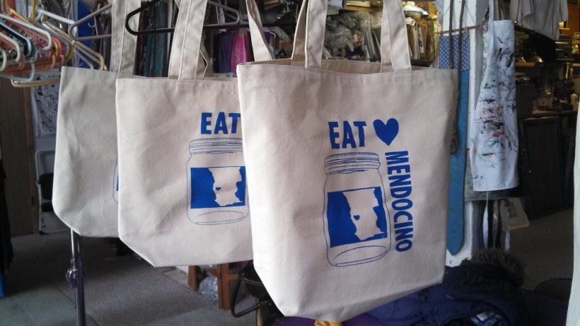 EM tote bags hangers
