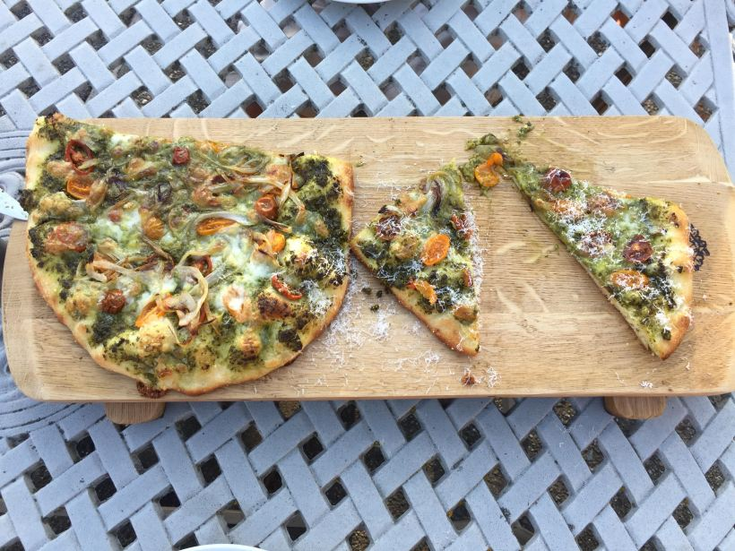 pesto_pizza_sliced